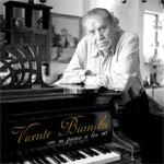 Vicente Bianchi con su piano, a los 90