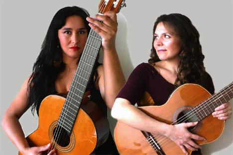 Fabiola González y Andrea Andreu se juntan a presentar sus nuevos videos