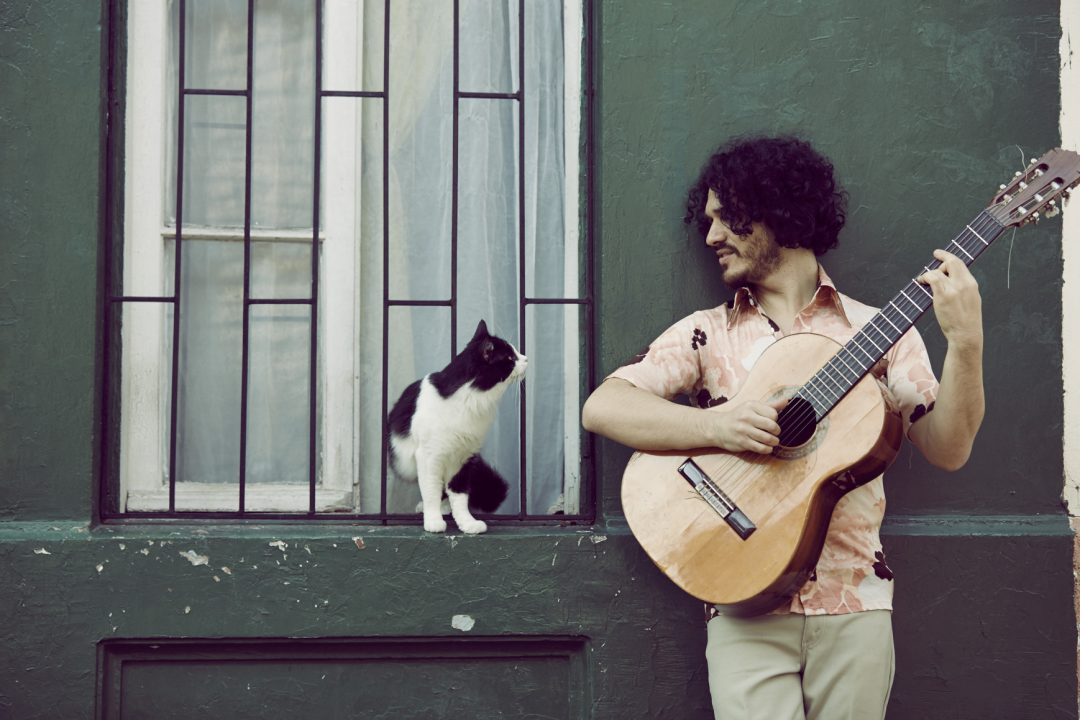 Rulo se titula de cantautor:«Es descubrir una identidad; una identidad que tiene una raíz»